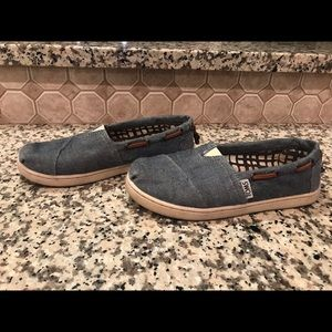 Toms youth size 2 chambray blue